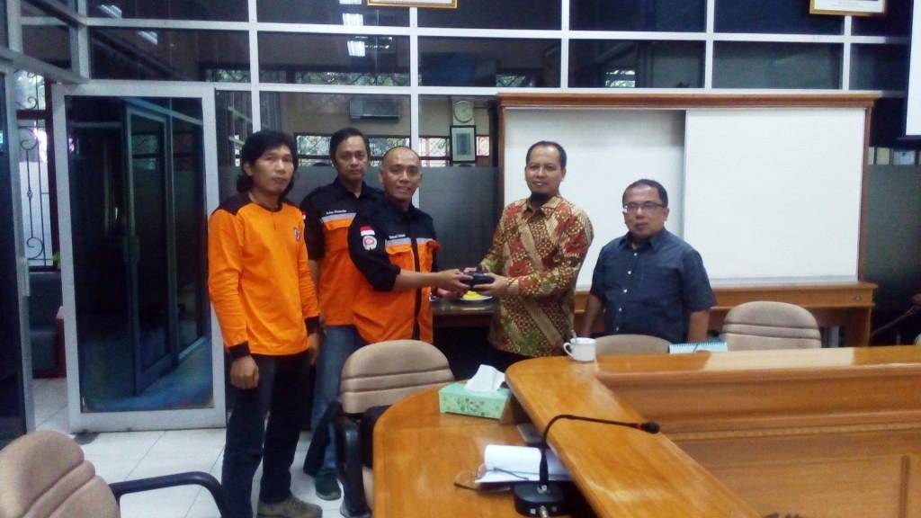 UMS dan SAR Mapala Muhammadiyah Indonesia Kerjasama Bantu Korban Banjir Garut